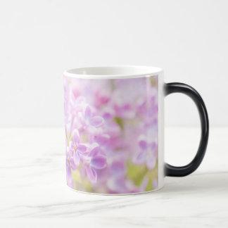 Mug Magique Le lilas fleurit la brume