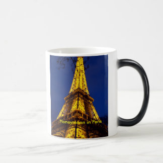 Mug Magique The_Eiffel_Tower_at_night, lune de miel à Paris