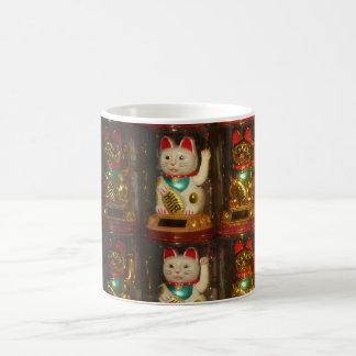 Mug Maneki-neko 002, Winke-Glueckskatzen, Winkekatze