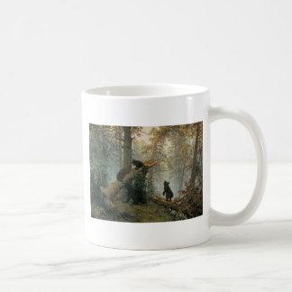Mug Matin dans une forêt de pin