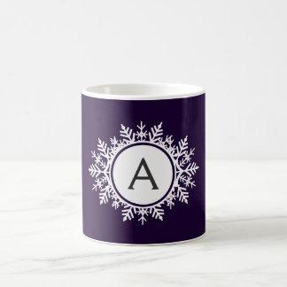 Mug Monogramme blanc fleuri de flocon de neige sur le