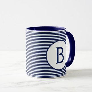 Mug Monogramme de rayure de bleu marine