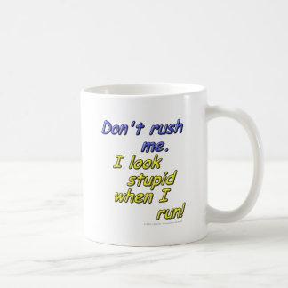 Mug Ne me précipitez pas. Je semble stupide quand je