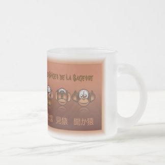 Mug of stampt de apen van de wijsheid aan matglas koffiemok