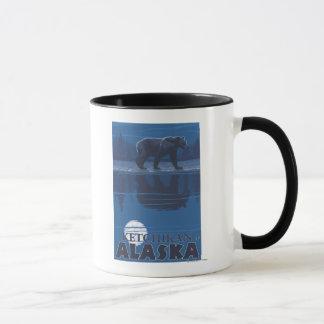 Mug Ours dans le clair de lune - Ketchikan, Alaska