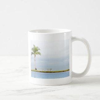 Mug Palmier par une piscine