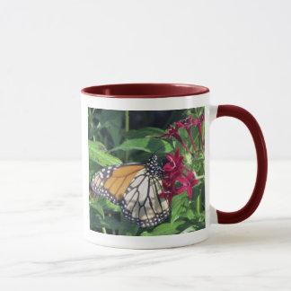 Mug Papillon de monarque, fleurs rouges