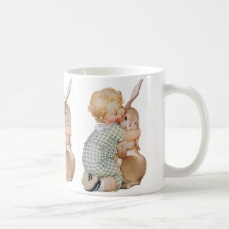 Mug Pâques vintage, enfant mignon de garçon avec le