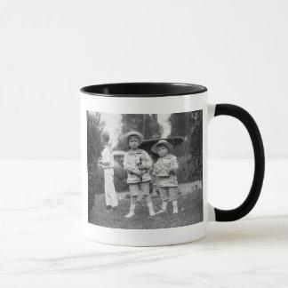 Mug Petits garçons avec Toys, 1915