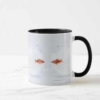 Mug Poisson rouge dans des bocaux à poissons distincts