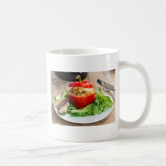 Mug Poivrons bourrés Baked avec de la sauce et le