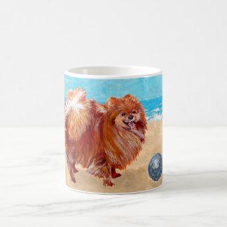 Mug Pomeranian au bord de la mer