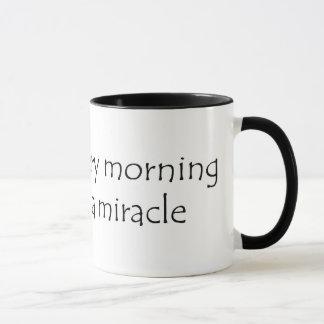 Mug Réveillez chaque matin s'attendant à un miracle