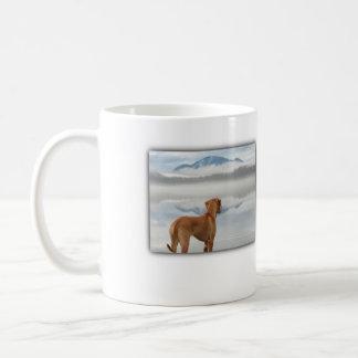 Mug Ridgeback dans la brume