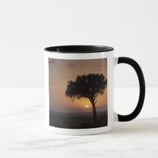 Mug Silhouette d'arbre sur la plaine, masai Mara 2