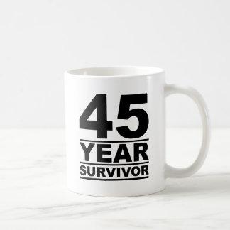 Mug survivant de 45 ans