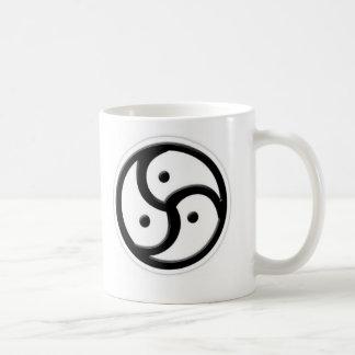 Mug triskellion noir et blanc
