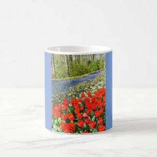 Mug Tulipes dans la région boisée