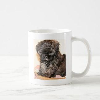 Mug Un chiot mignon de Shih Tzu rend ce produit