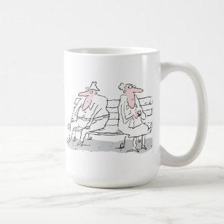 Mug Vieux couples sur le banc
