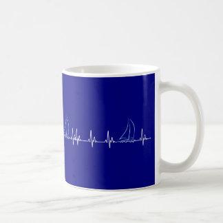Mug Voilier drôle de battement de coeur de navigation