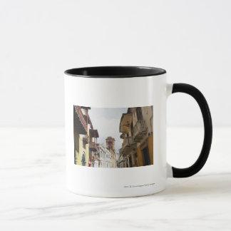 Mug Vue d'angle faible des appartements le long de la