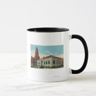 Mug Vue extérieure de la bibliothèque et de la ville