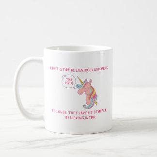 """""""Ne cessez pas de croire"""" la tasse de licorne"""