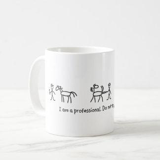 Ne jugez pas ce à la maison professionnel mug