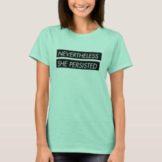 Néanmoins elle a persisté le T-shirt des femmes de