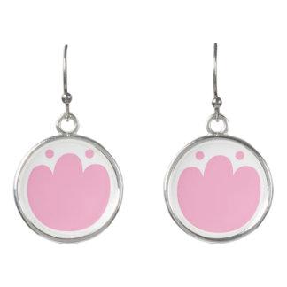 Nieuwe oorringen in winkel: Met roze Tulpen