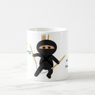 Ninja avec la tasse circulaire d'aiguilles de