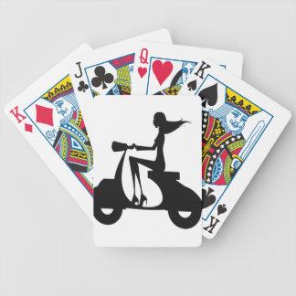 Noir de scooter de fille jeu de poker