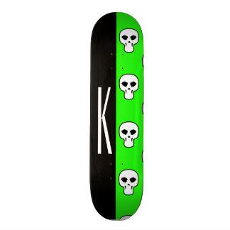 Noir et motif vert au néon de crânes planches à roulettes customisées
