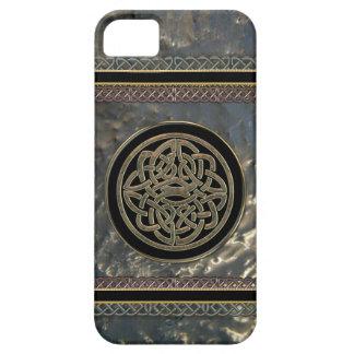 Noir et noeud celtique en métal d'or sur le cas de coque iPhone 5