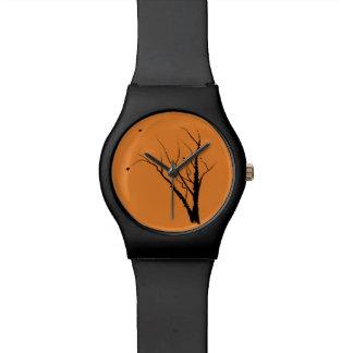 Noir et orange de montre d'arbre d'automne