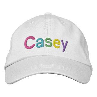 Nom brodé coloré de Casey sur le chapeau Casquette De Baseball