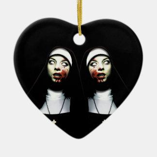 Nonnes d'horreur ornement cœur en céramique