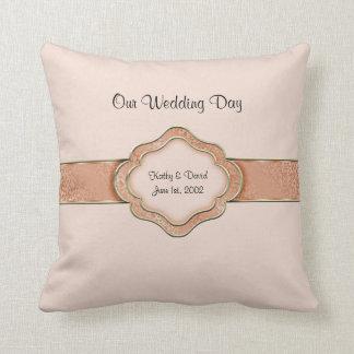 Notre jour du mariage (orange) coussins carrés