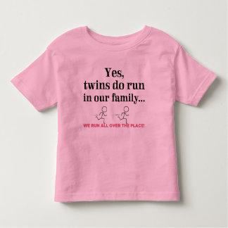 Nous courons partout ! t-shirt pour les tous petits