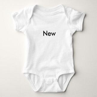"""""""Nouveau"""" bébé heureux 1 de triplet d'année de Body"""