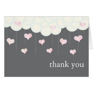 Nuages et carte de remerciements de bébé de coeurs