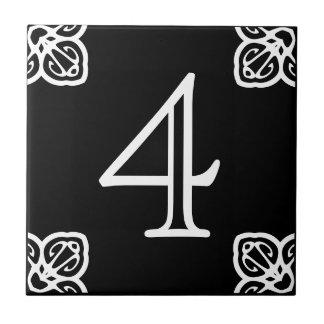 Numéro de maison - blanc espagnol sur le noir petit carreau carré