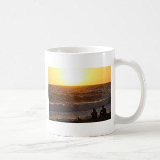 Observation du coucher du soleil mug