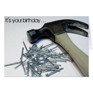 Obtenez la carte d'anniversaire martelée