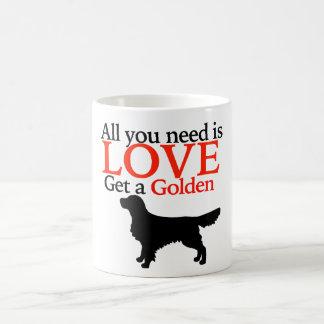 Obtenez une tasse de café d'or