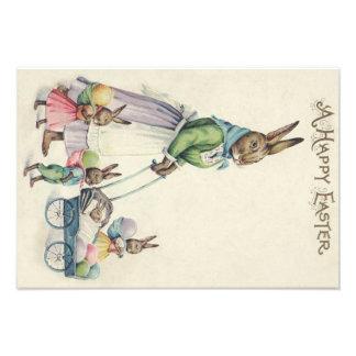 Oeuf coloré par enfants de lapin de Pâques Photos Sur Toile