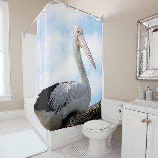 Oiseau de pélican sur le rideau en douche