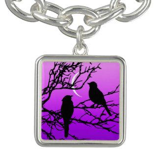 Oiseaux sur une branche, noire contre le pourpre bracelet avec breloques