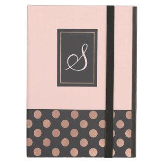 Or rose chic et caisse décorée d'un monogramme étui iPad air